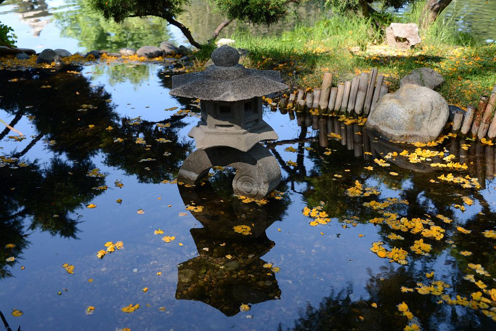 16 Monument, Rock And Flowers In Small Tranquil Water Pool Japones Japanese  Garden Buenos Aires