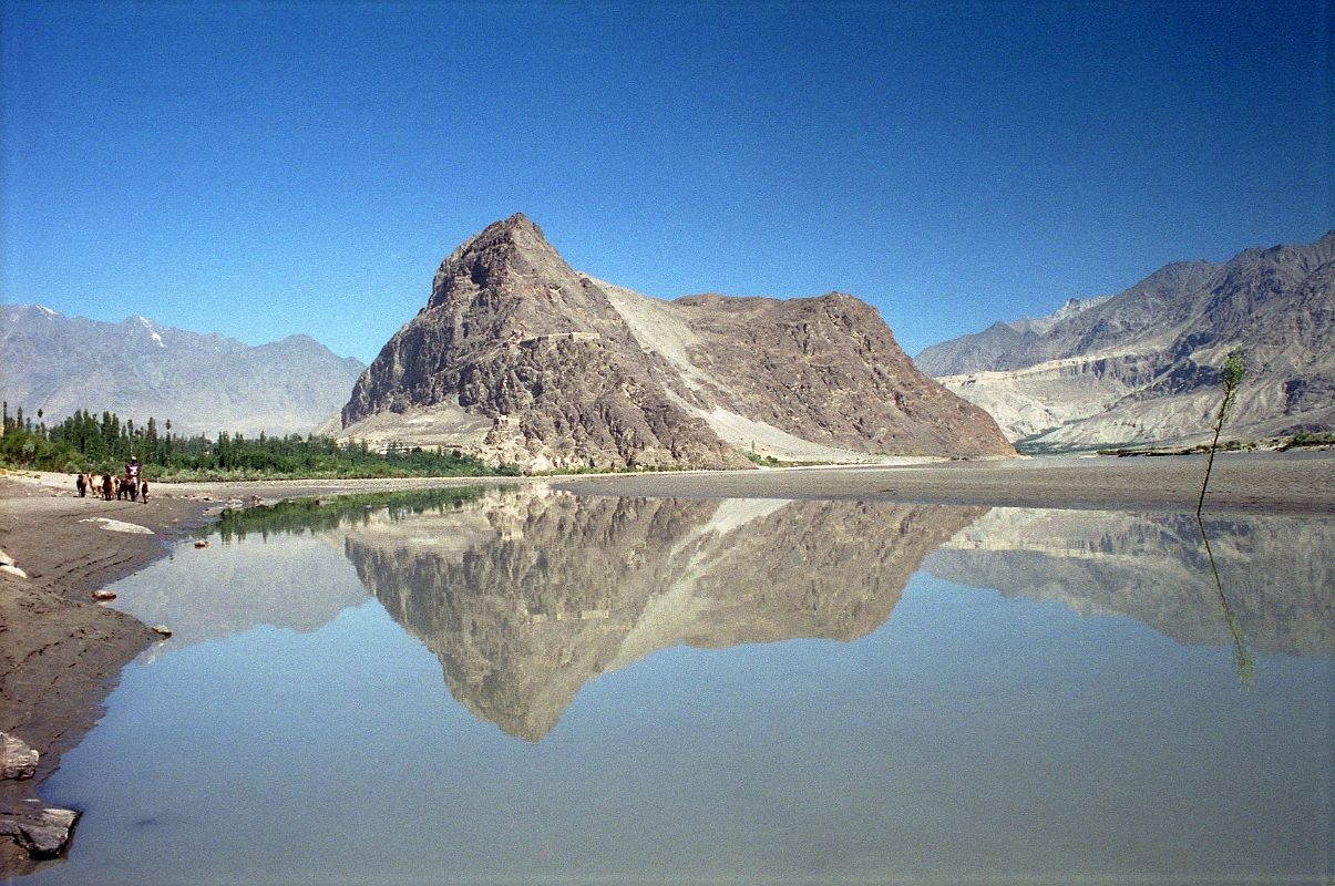 08 Skardu Khardong Hill And Kharpocho Fort Reflected In The Indus ...