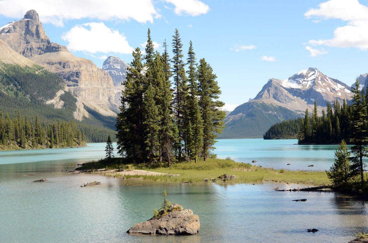 20 spirit island in maligne lake with mount paul monkhead