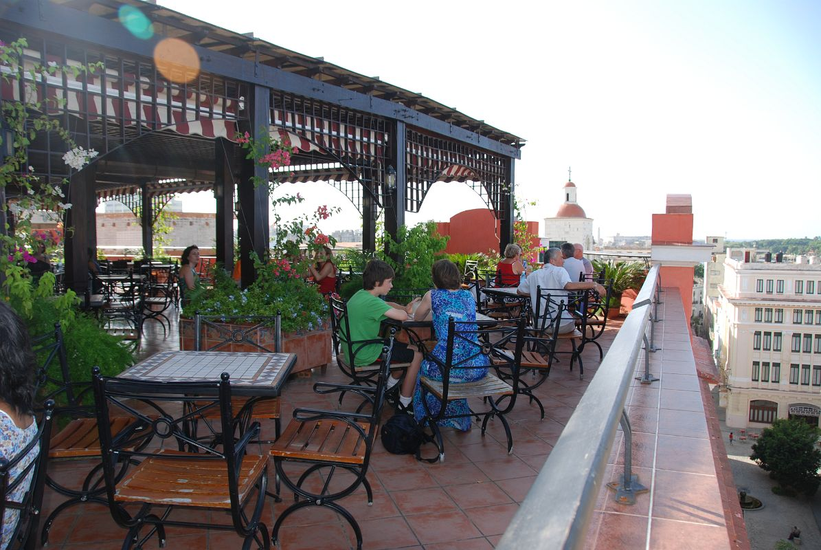 18 cuba old havana vieja hotel ambos mundos roof for Rooftop bar and terrace