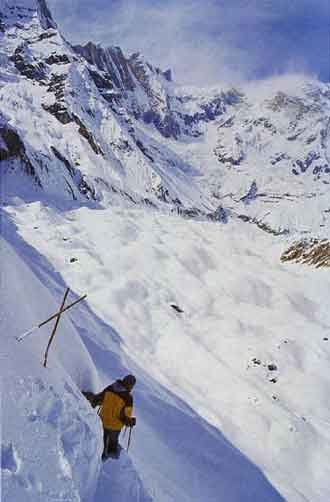 Anatoli Boukreev leading a traverse on the south face of Annapurna December 1997 - Cometa sull'Annapurna book