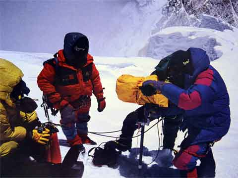 David Breashears Filming Using IMAX Camera On Everest Summit May 23, 1996 - Everest Mountain Without Mercy book