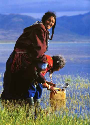Mother And Daughter Pilgrims Ladle Holy Water From Lake Manasarovar - Himalaya The Secret Of The Golden Tara By Dieter Glogowski book