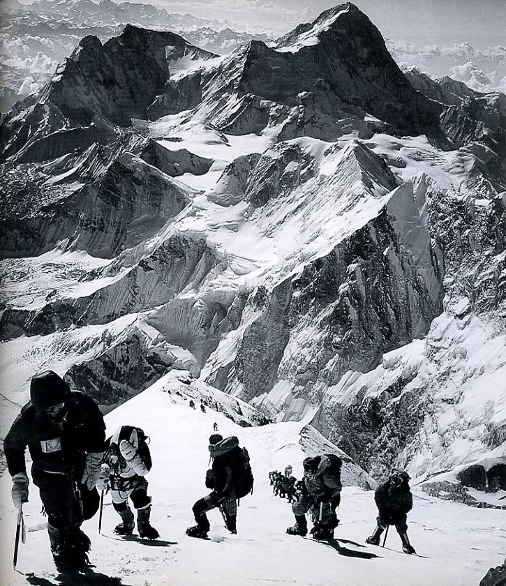 Anatoli Boukreev, Mike Groom, Jon Krakauer, Andy Harris, and a long line of climbers on the Everest upper Southeast Ridge, with Makalu behind, on May 10, 1996 - Into Thin Air Illustrated Edition (Jon Krakauer) book
