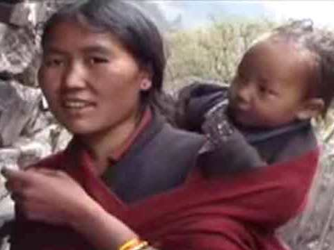 Mother and child - Manaslu Youtube Video by Ed van der Kooy and Piet Warffemius