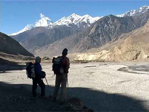 Looking Back At Dhaulagiri Trekking Towards Kagbeni - Nepal Himalaya-Trekking im Reich der Achttausender DVD