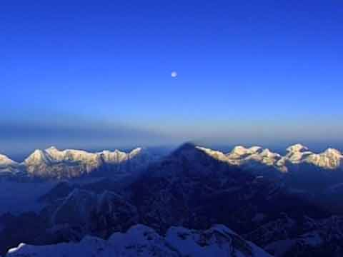 Moon and Everest Shadow - Everest: The Death Zone (Nova) DVD