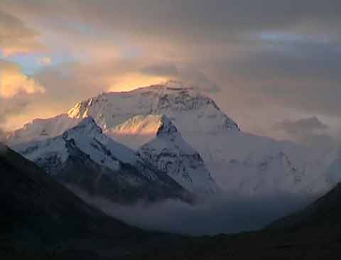 Mount Everest North Face At Sunrise - Tibet: Himalaya-Trekking im Reich der Achttausender DVD