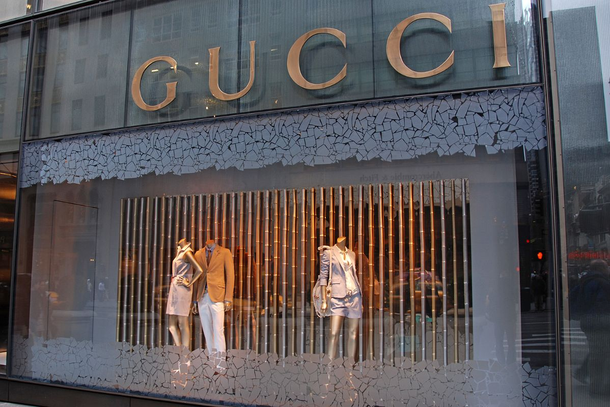 new york city fifth avenue 725 00 gucci window display. Black Bedroom Furniture Sets. Home Design Ideas