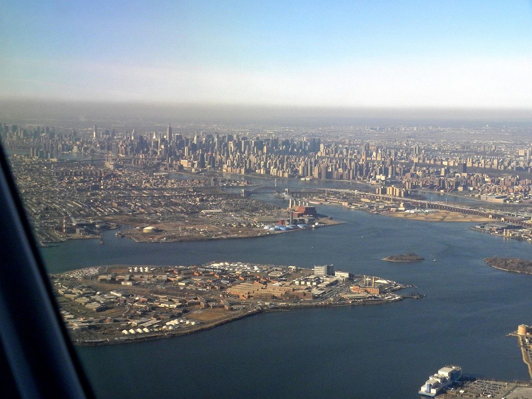 New York City Landing At LaGuardia 06 East River ...