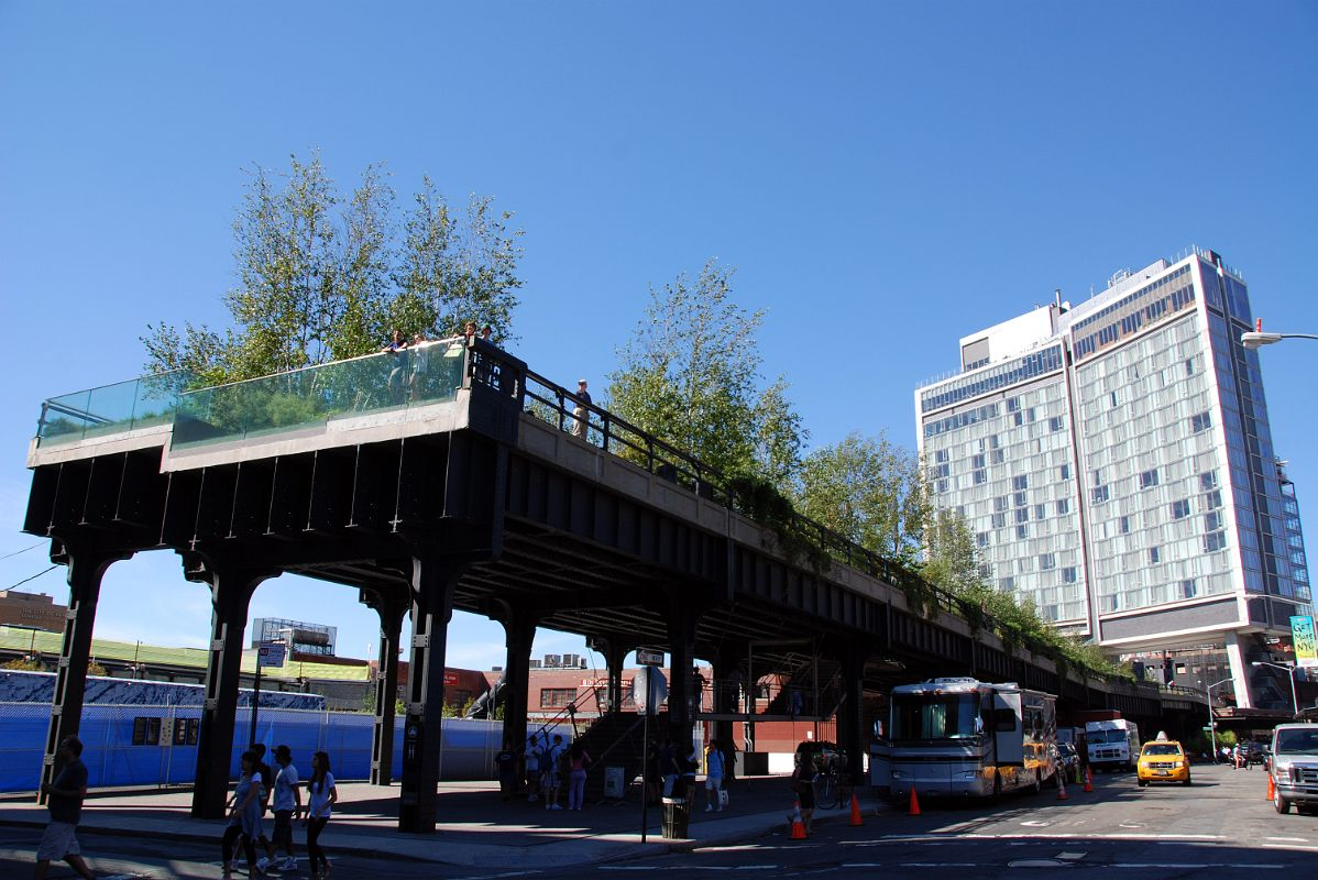 01 New York High Line Begins At Gansevoort And Washington With The Standard Hotel
